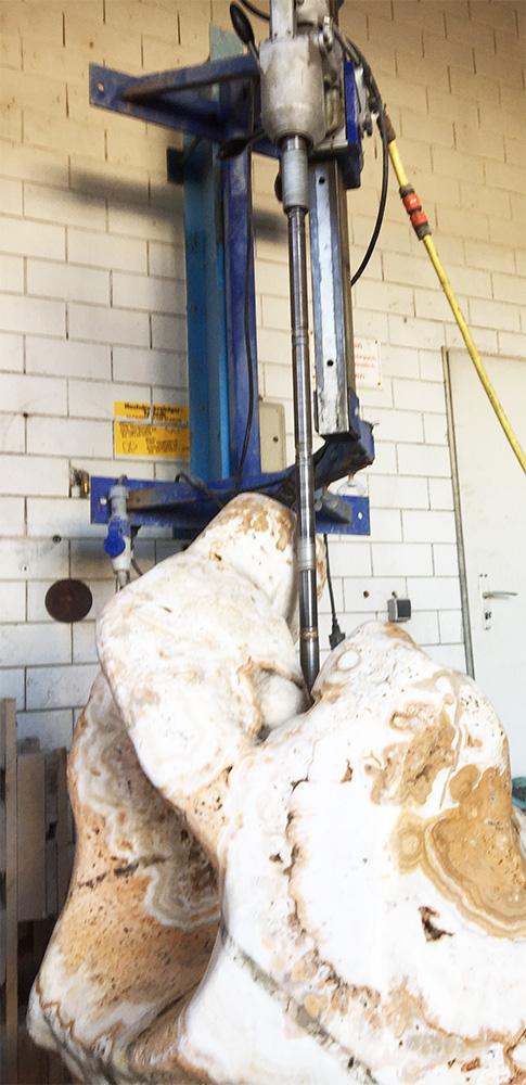 Stein bohren - zu Quellstein - Brunnenstein