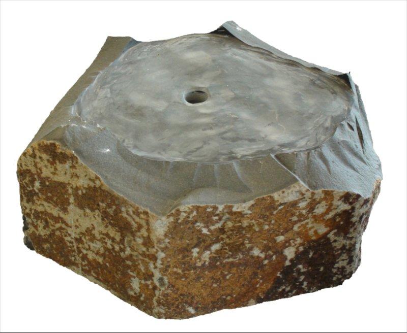 Basalt Quellstein Brunnen